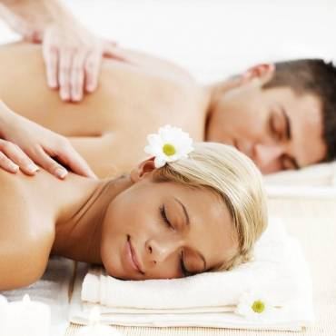 COUPLES MASSAGE – HOW IT CAN HELP MAKE THE RELATIONSHIP HEALTHIER
