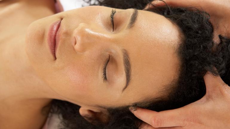 CAN A SCALP MASSAGE HELP YOUR HAIR GROW?